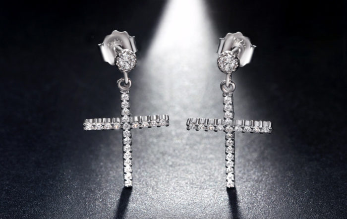 cross-stud-earrings-jewelluna